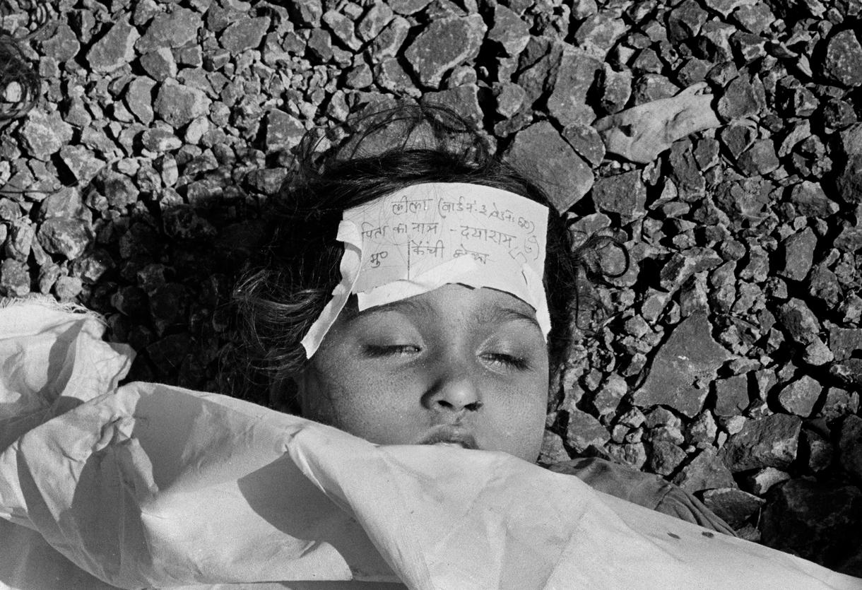 a description of the union carbide gas disaster in bhopalindia The bhopal disaster and its aftermath: according to the bhopal gas tragedy relief and rehabilitation a legacy of the union carbide disaster in bhopal, india.