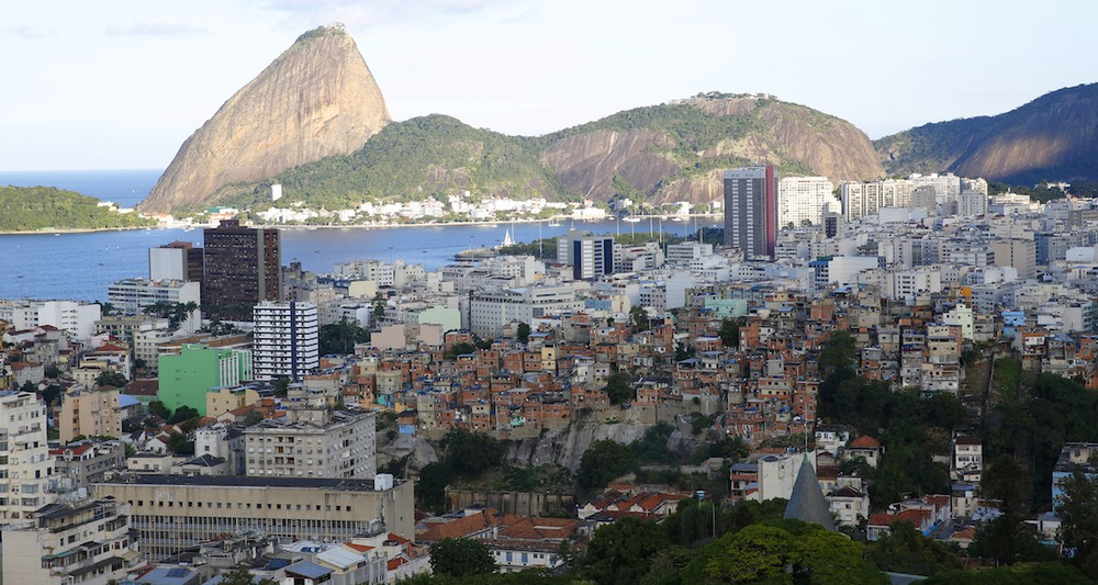an introduction to the rios favelas communities Dr theresa williamson is an urban planner who has been working with rio's favela communities since 2000 she is founder and executive director of.