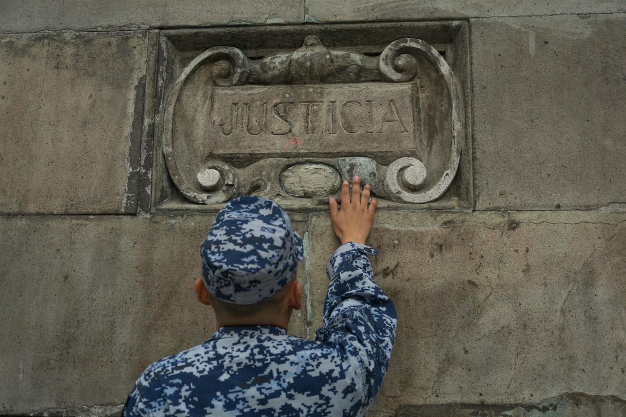 Homosexualidad y Fuerzas Armadas - Página 2 Vivir-vih-ejercito-mexicano-ellos-120-no-tienen-derecho-llorar-body-image-1503331636