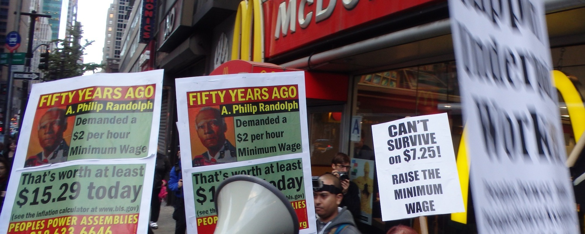 What Will Happen to the Economy If We Raise the Minimum Wage?