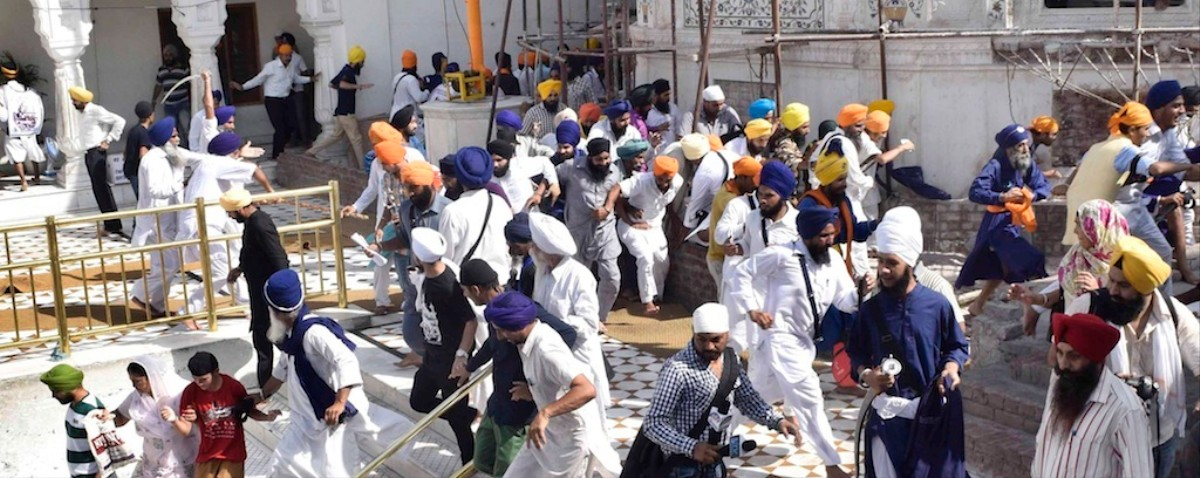 Sikhs Around the World Are Really Embarrassed About That Golden Temple Sword Fight