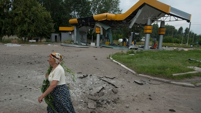 Ukraine's President Pledges Peace While Shelling the East