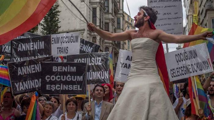 In Photos: Thousands Gather for Istanbul LGBT Pride