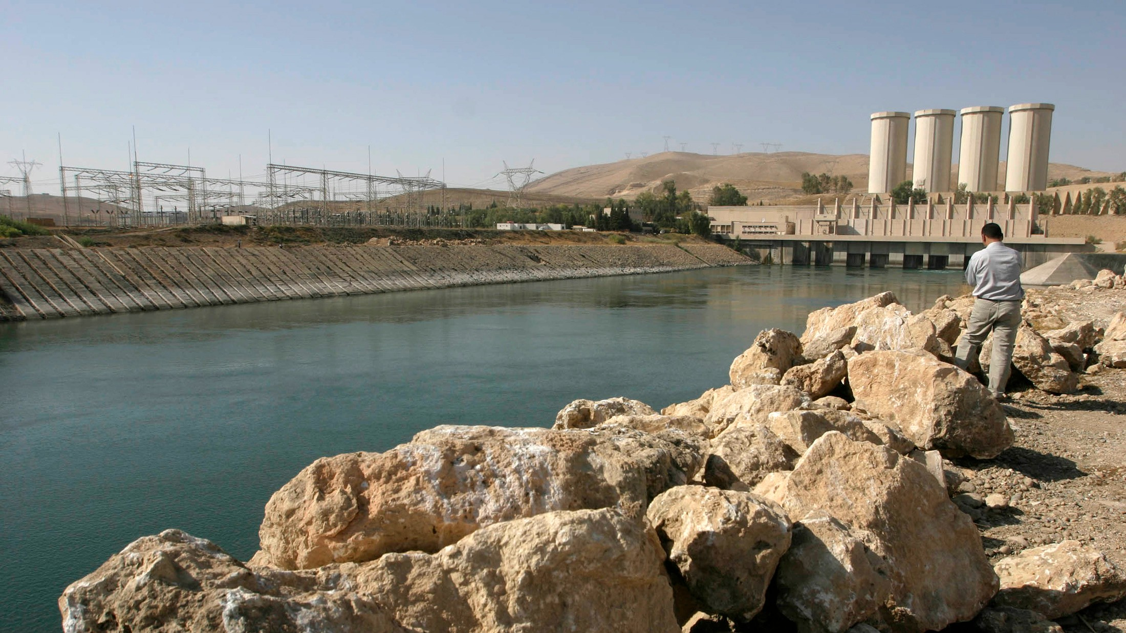 Total Chaos in Northern Iraq as Islamic State Takes Country's Largest Dam
