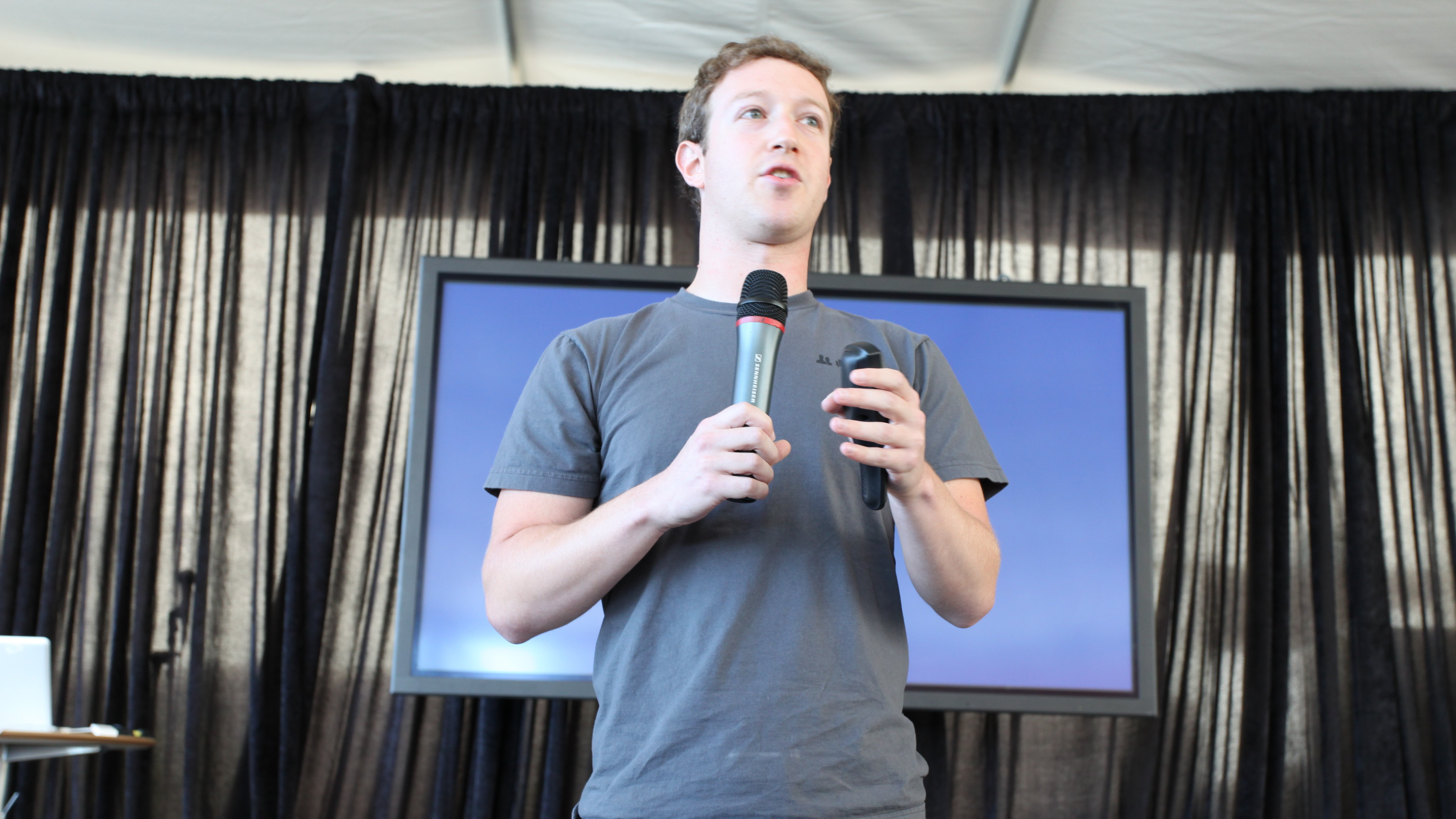 Civil Liberties Groups Support Facebook's Fight to Limit Government Access to User Data