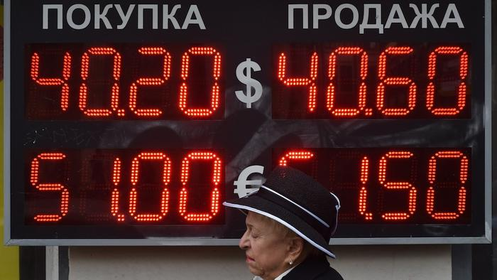 Russia's Ruble Hits a New Low Amid Warnings of Recession
