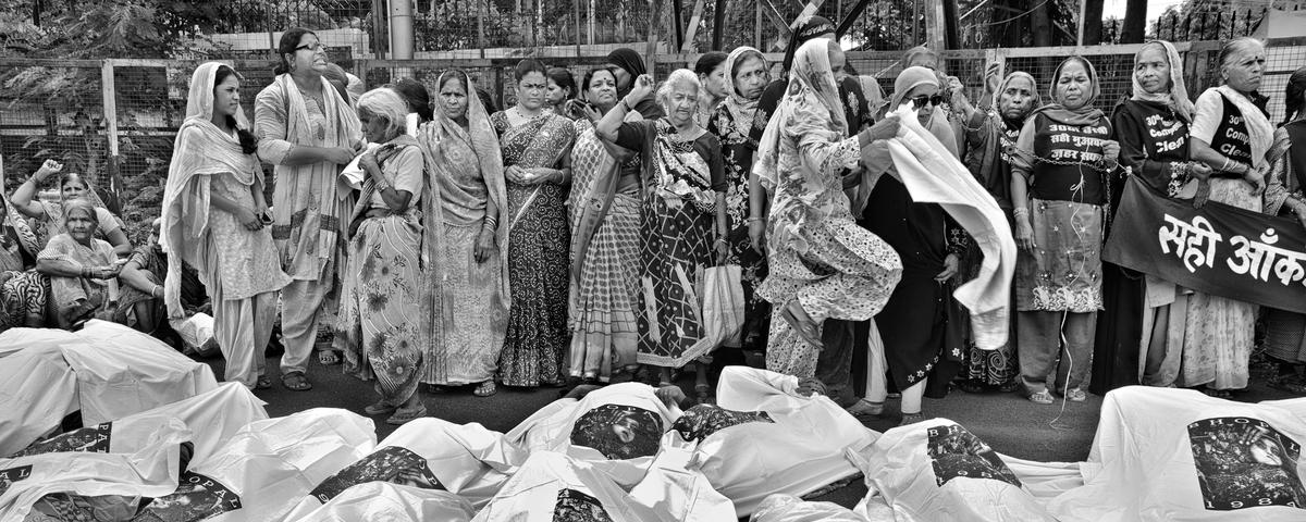 bhopal disaster Bhopal disaster the world's worst industrial disaster ever took place in bhopal, india on december 2, 1984, when lethal methyl isocyanate (mic) gas from a union carbide pesticide plant blanketed the city, killing 16,000 to 30,000 people and injuring 500,000 others.