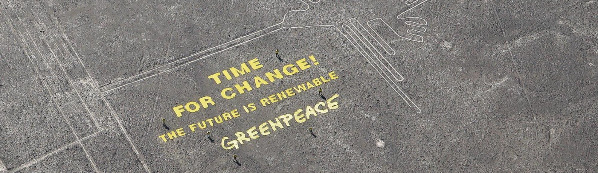 In Photos: Greenpeace Unfurls Climate Message Next to Nazca Lines in Peru