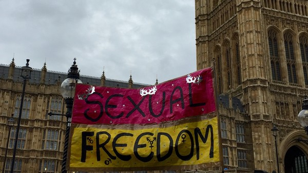 "Protesters Fight Against Harsh UK Porn Laws With A Massive ""Face-Sitting"""