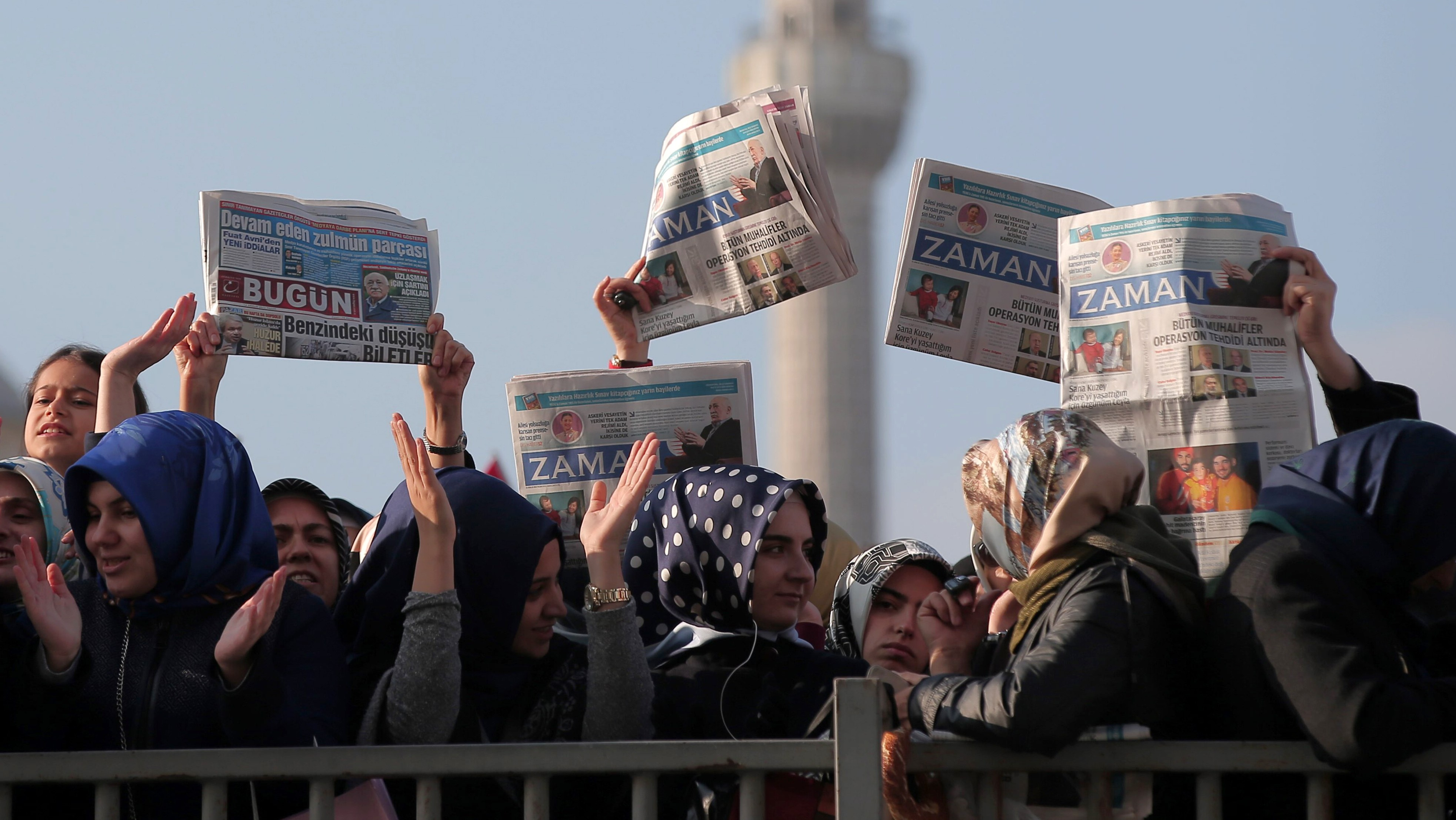 Police Raid Newspaper Offices and Arrest Prominent Journalists in Turkey