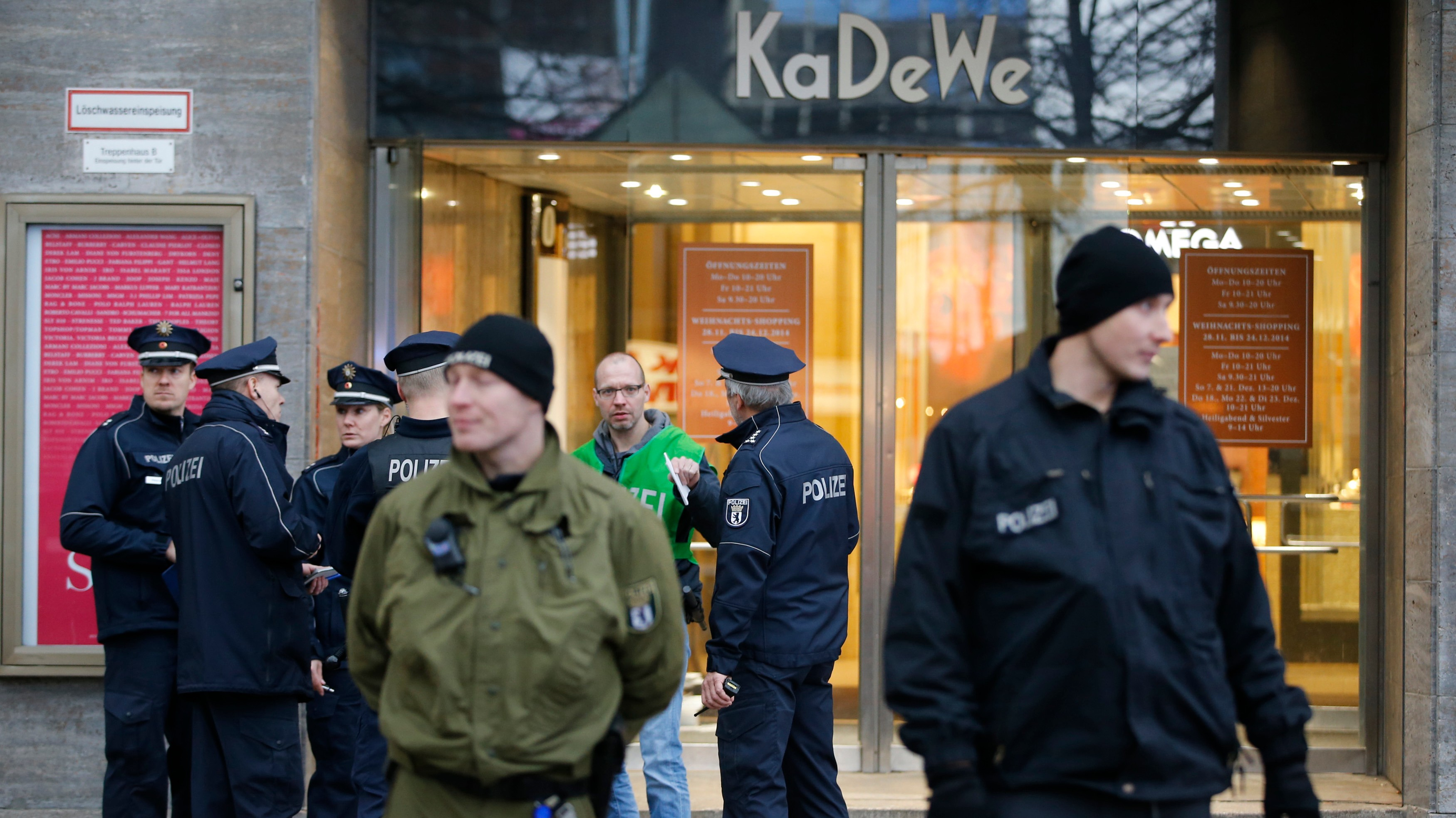 Masked Thieves Loot Luxury Berlin Department Store in Daring Daytime Heist