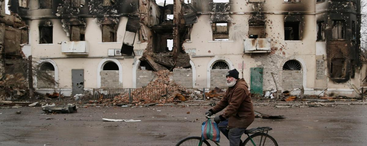 Diplomatic Scramble on Ukraine Conflict Continues, as Trapped Civilians See Chance to Flee