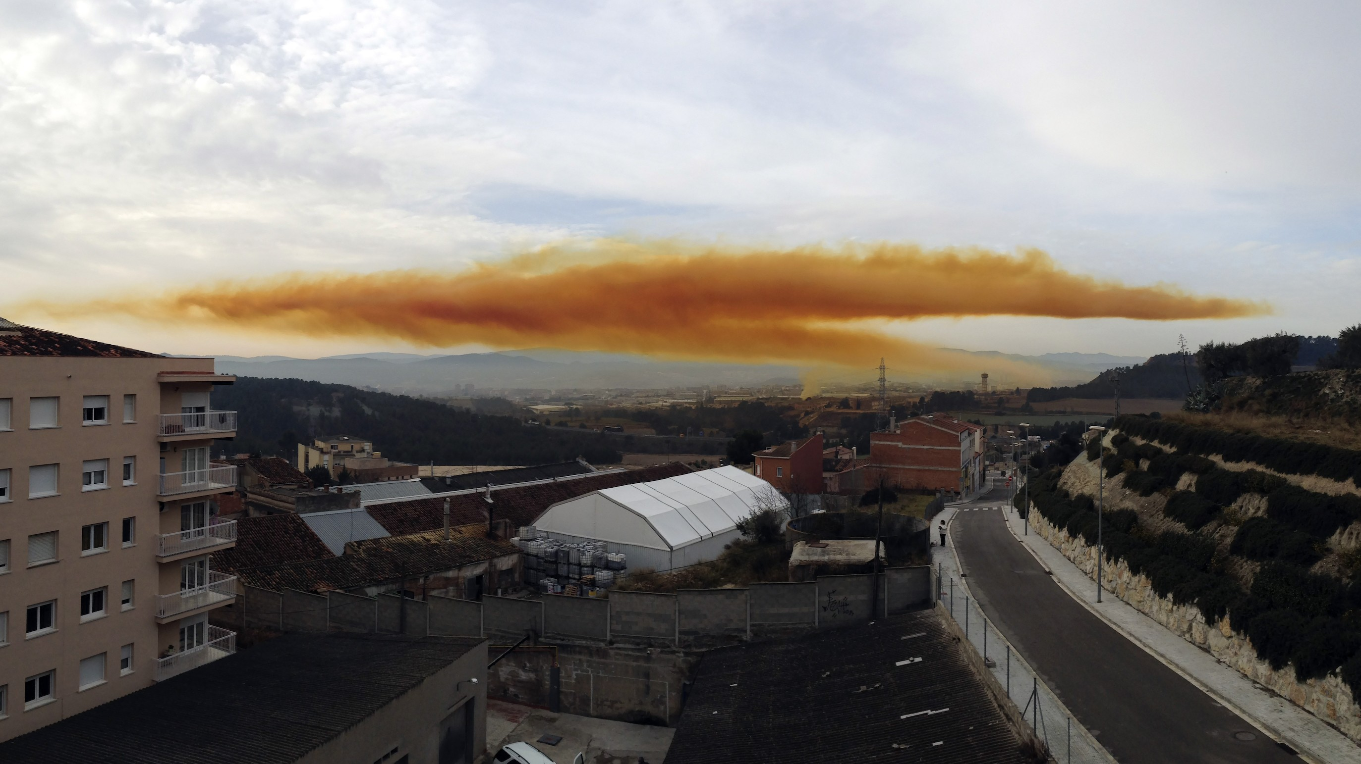 Video Shows Chemical Explosion in Spain Unleashing Orange Cloud of Nitric Acid