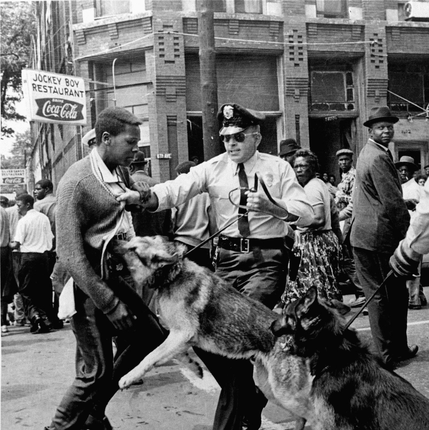 a black teen, a white cop, and a photo that changed the civil rights