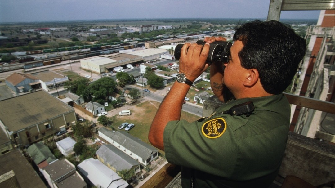 Creepy Border Patrol Agent Spies on Female Employees Undressing in Bathroom