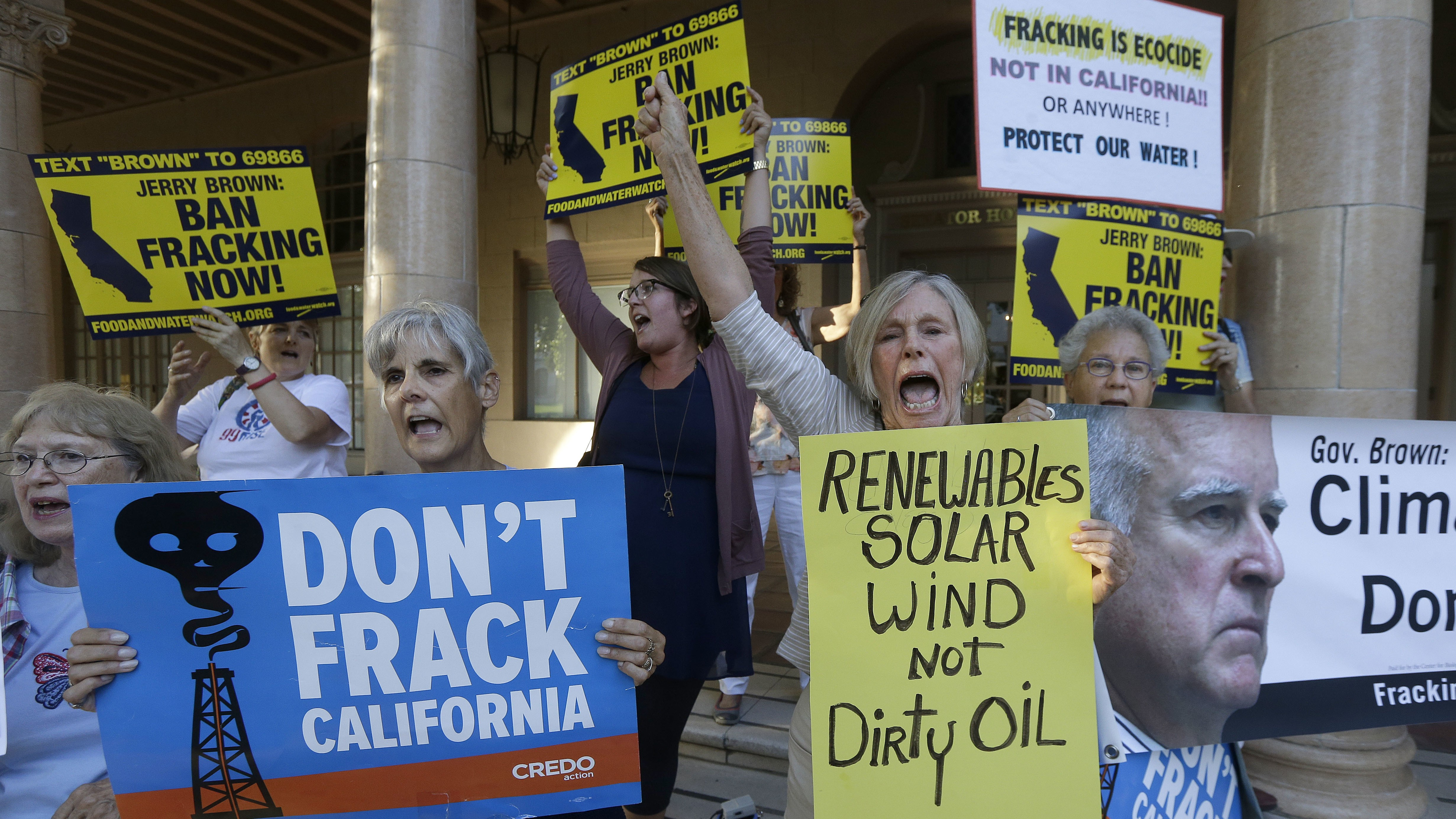 The Oil Industry Is Pumping Toxic Chemicals Into California's Aquifers