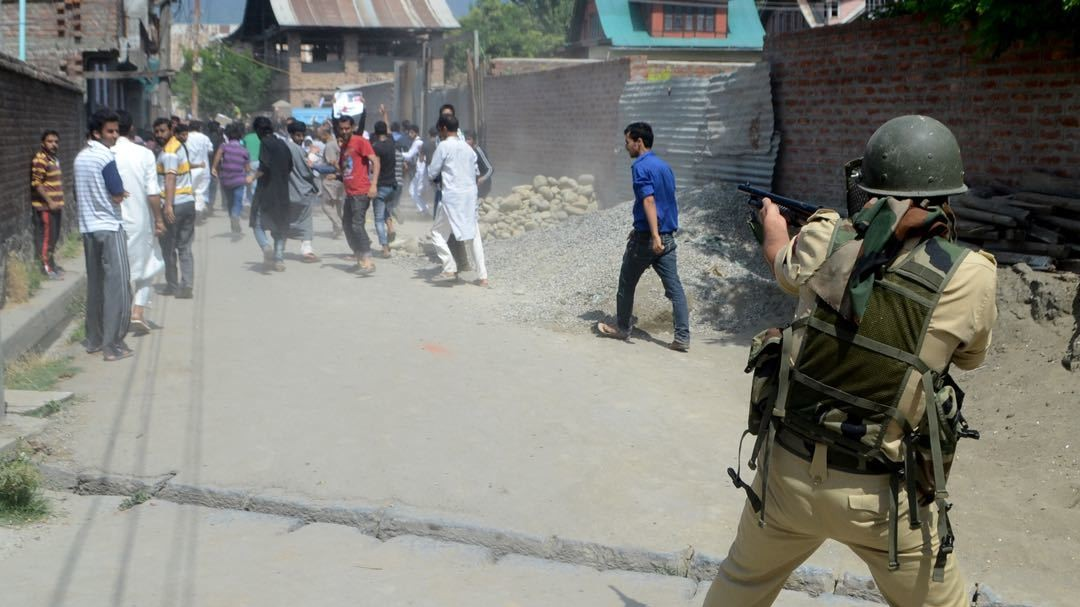 India's Use of 'Non-Lethal' Pellet Gun Continues to Blind Kashmiri Boys