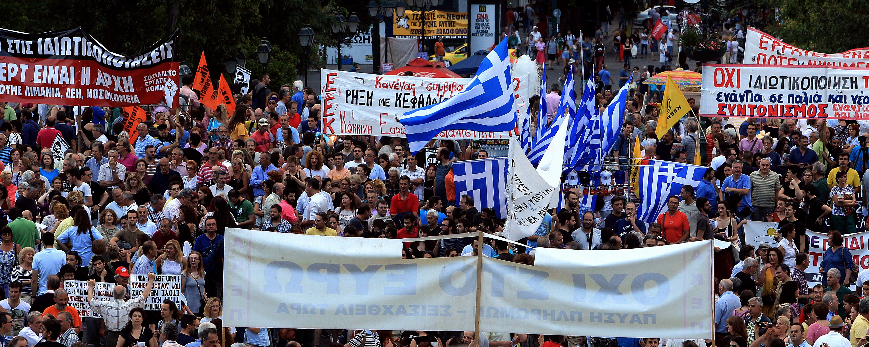 Greeks Withdraw Billions From Banks as Euro Crisis Talks Reach 'Breaking Point'