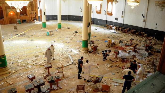 Security Footage Shows Suspected Suicide Bomber Entering Mosque in Kuwait