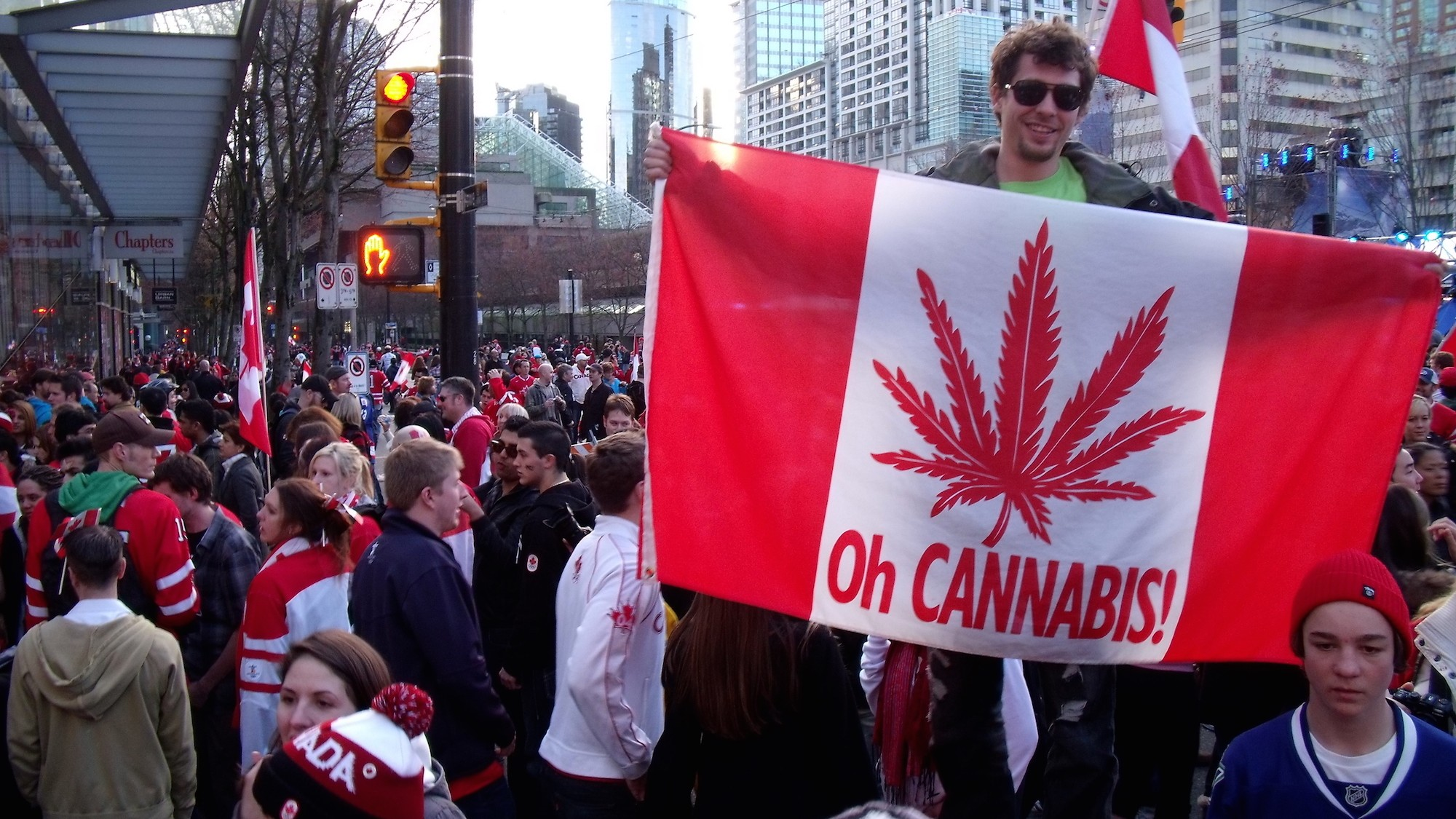 Why American Investors May Prefer Canada's Marijuana Industry