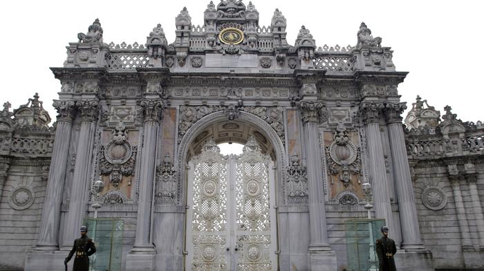 Two Detained After Gunmen Attack Dolmabahce Palace in Central Istanbul