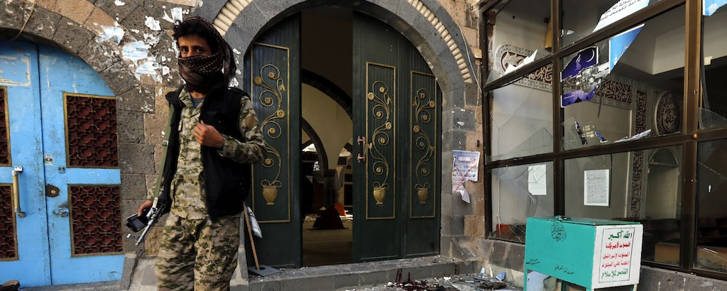 Islamic State Suicide Bomber in Woman's Dress Blows Up Mosque in Yemen