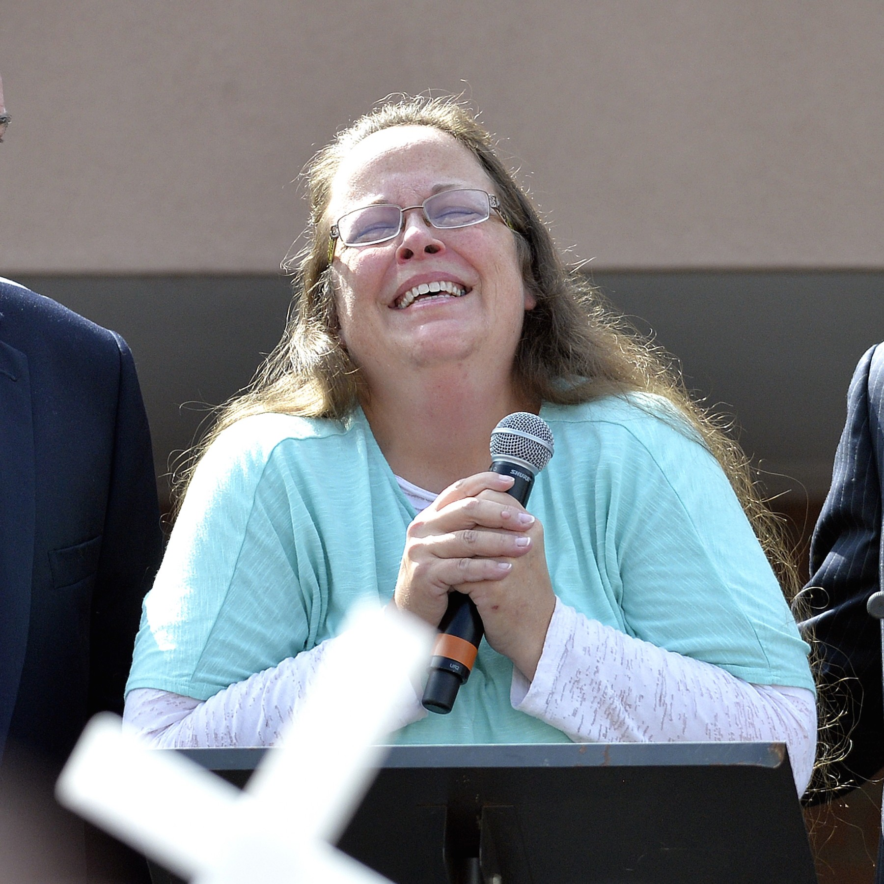 Kim Davis Wanted the Power to Deny Straight Couples Marriage Licenses Too  Letters Show   VICE News VICE News