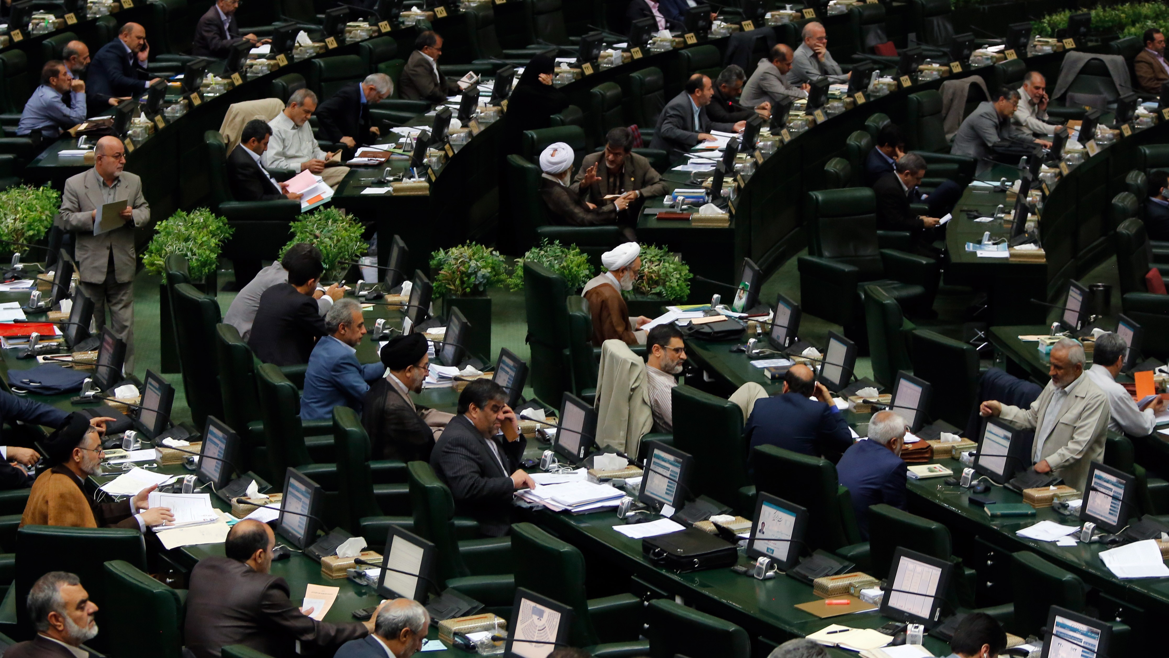 Iran Nuclear Deal Survives Opposition, Wins Approval in Iranian Parliament