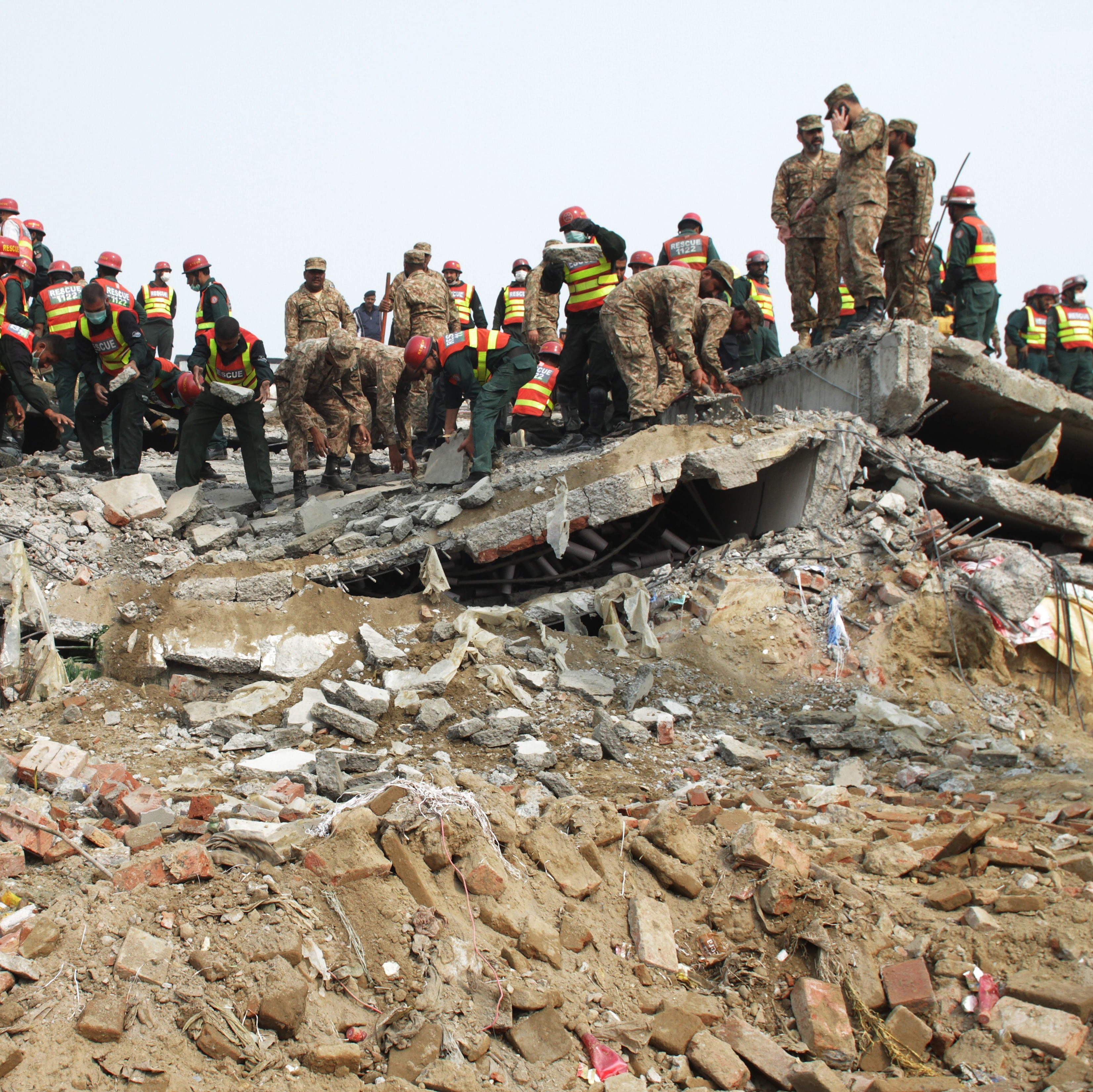 Rescuers Are Digging Through The Collapsed Pakistani Factory Where 21  People Died Lahore Vice News