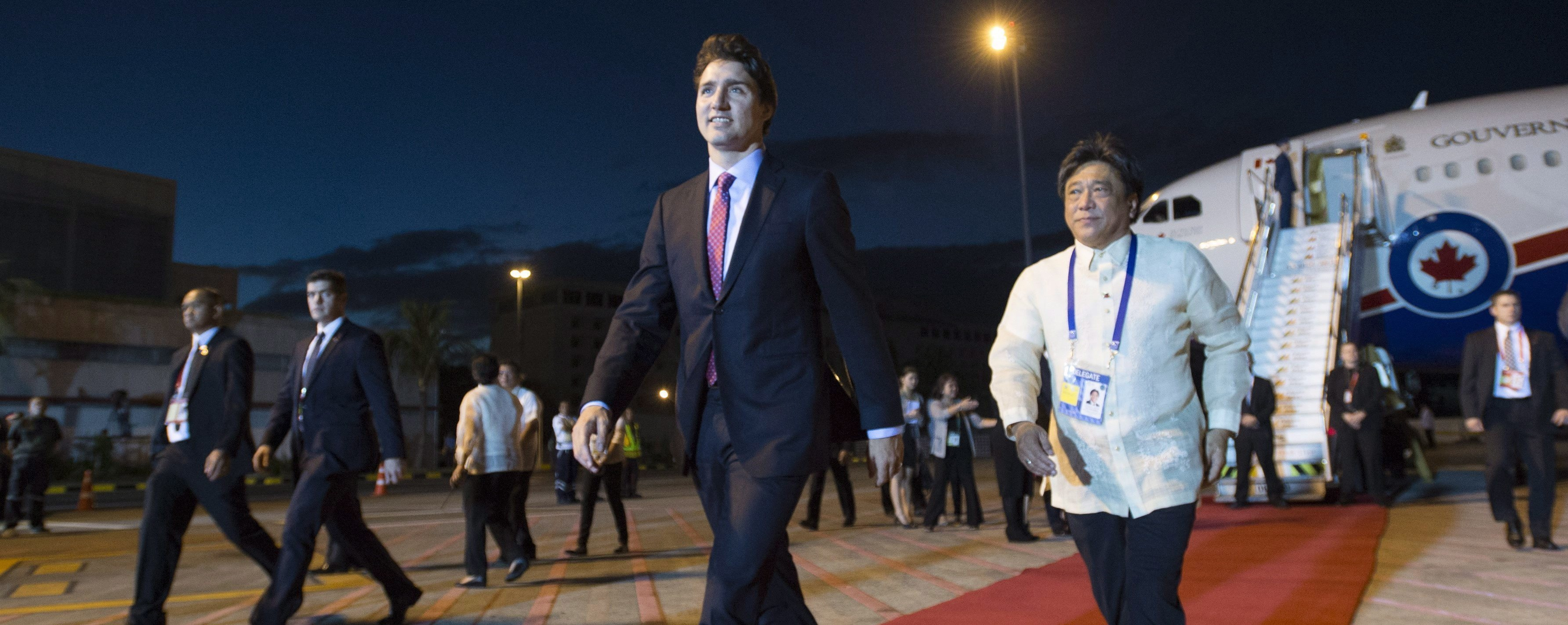 Justin Trudeau Steps Off a Plane in the Philippines and Into a Pile of Canadian Garbage