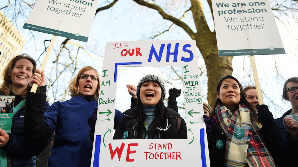Thousands of Doctors Walk Out of England's Hospitals in First Strike in 40 Years