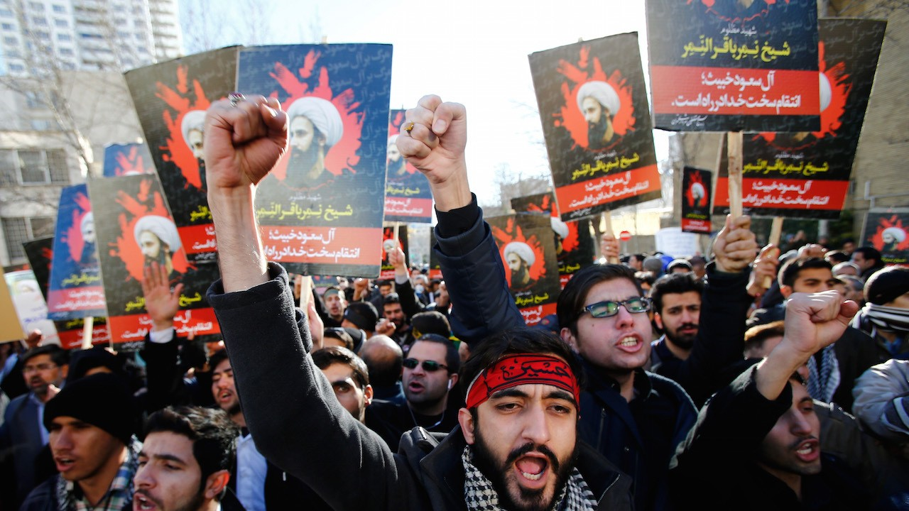 Iran Rounds Up 100 Suspects Accused of Torching Saudi Embassy and Consulate