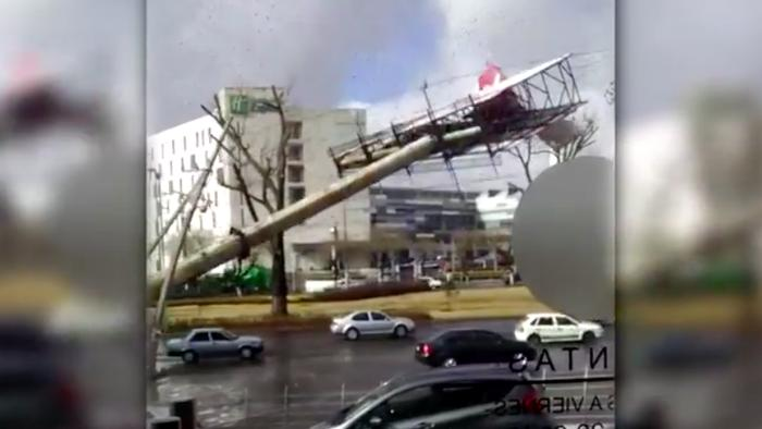 60 mph Winds Are Knocking Over Billboards and Closing Schools in Mexico City