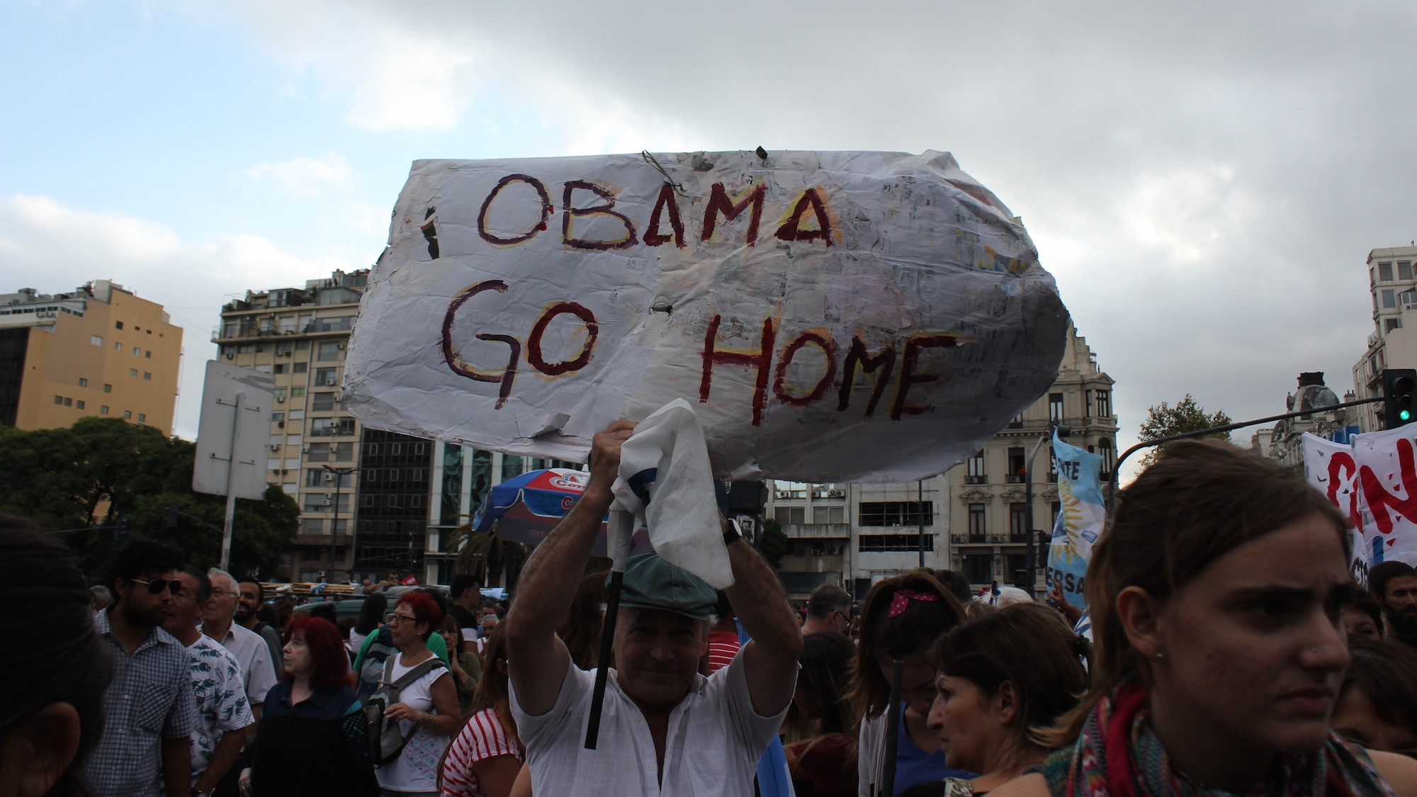 Marchers Condemn Obama's Visit on the 40th Anniversary of Argentina's Dictatorship