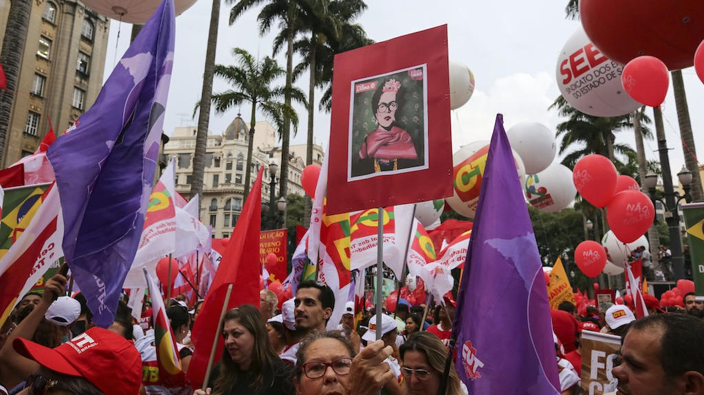 Brazilians Come Out in Droves to Support Rousseff's Scandal-Plagued Government
