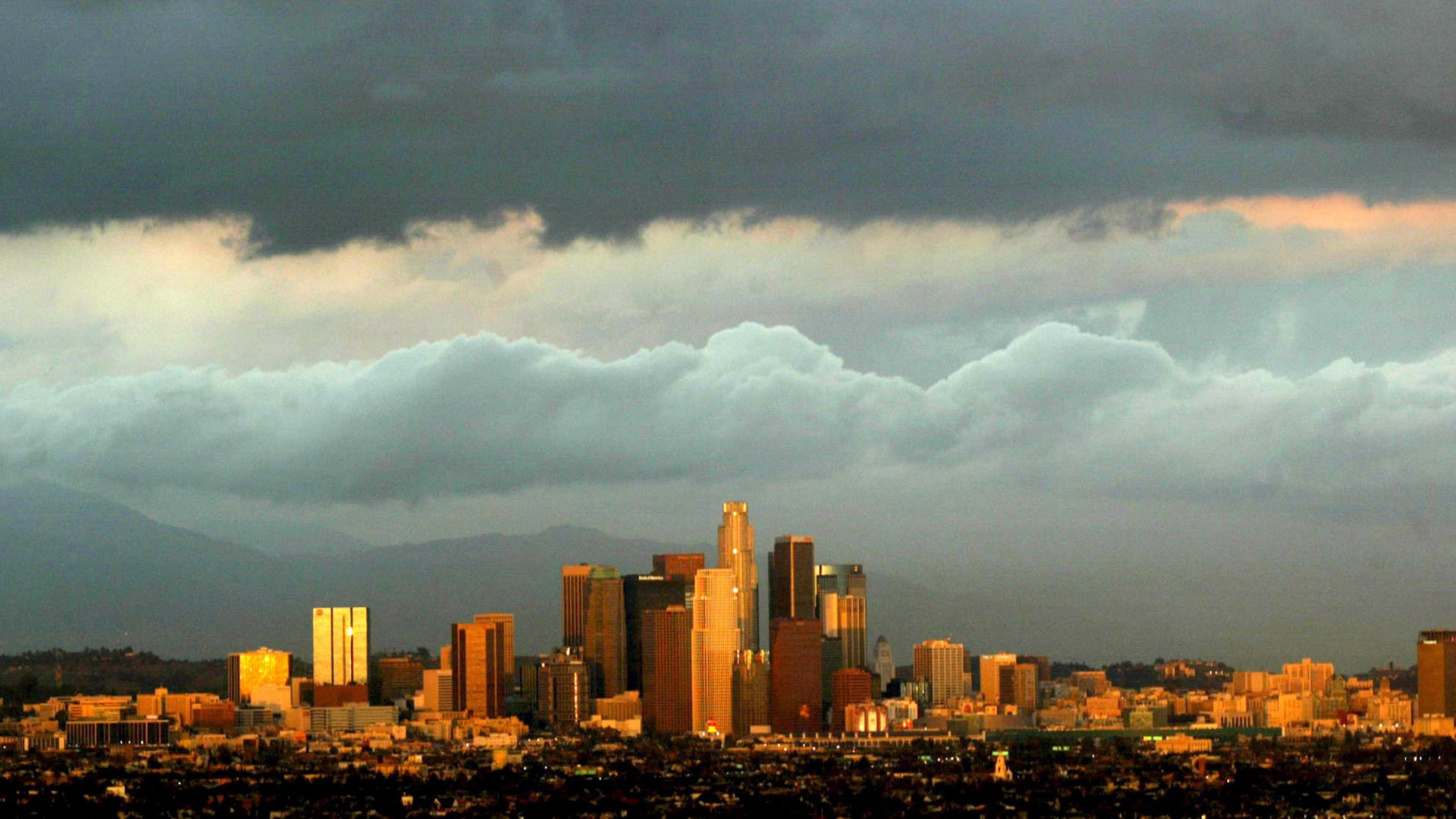Record LA Gas Leak Could Bring Summer Blackouts to Southern California