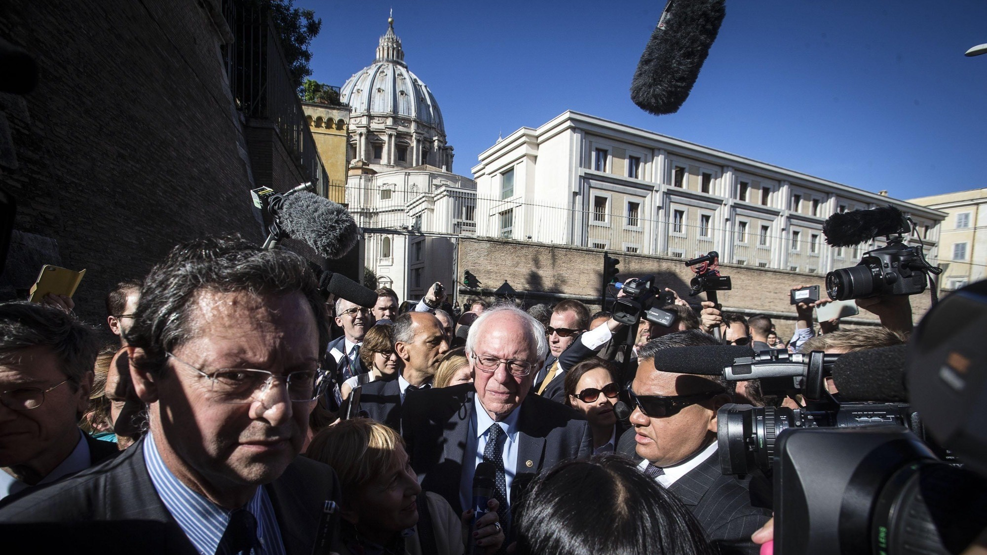 Bernie Sanders Briefly Met Pope Francis in Rome