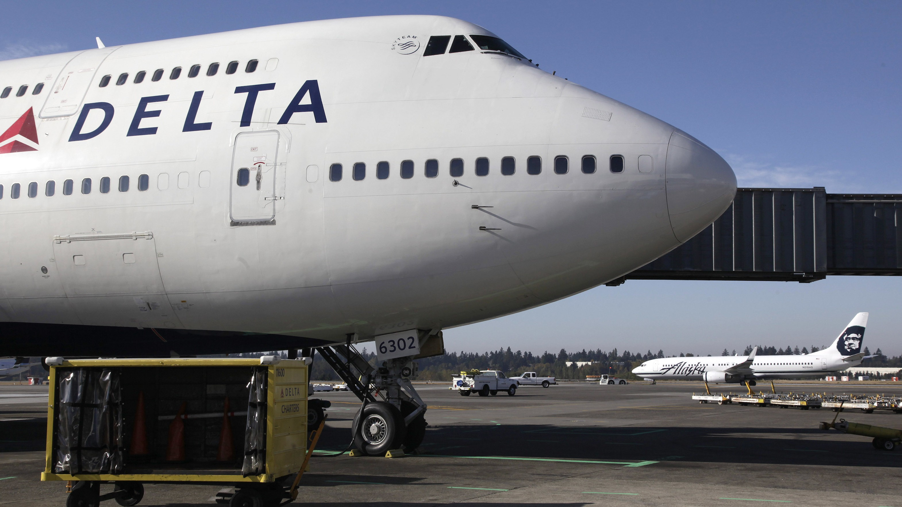 This Canadian Is Trying to Stop Delta From Charging Larger Passengers for Two Seats