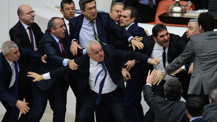 Fist Fights and Slurs as Turkey Moves to Strip 'Terrorist' MPs of Immunity