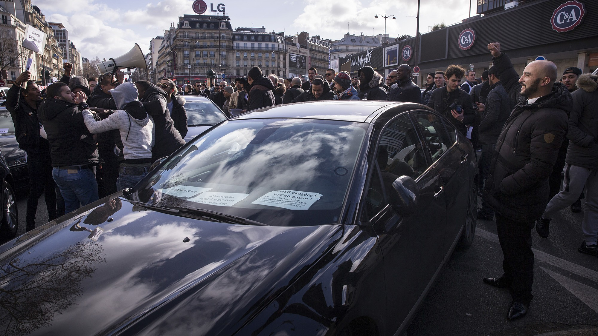 Uber Gets Fined 800,000 Euros in France for Using Non-Professional Drivers