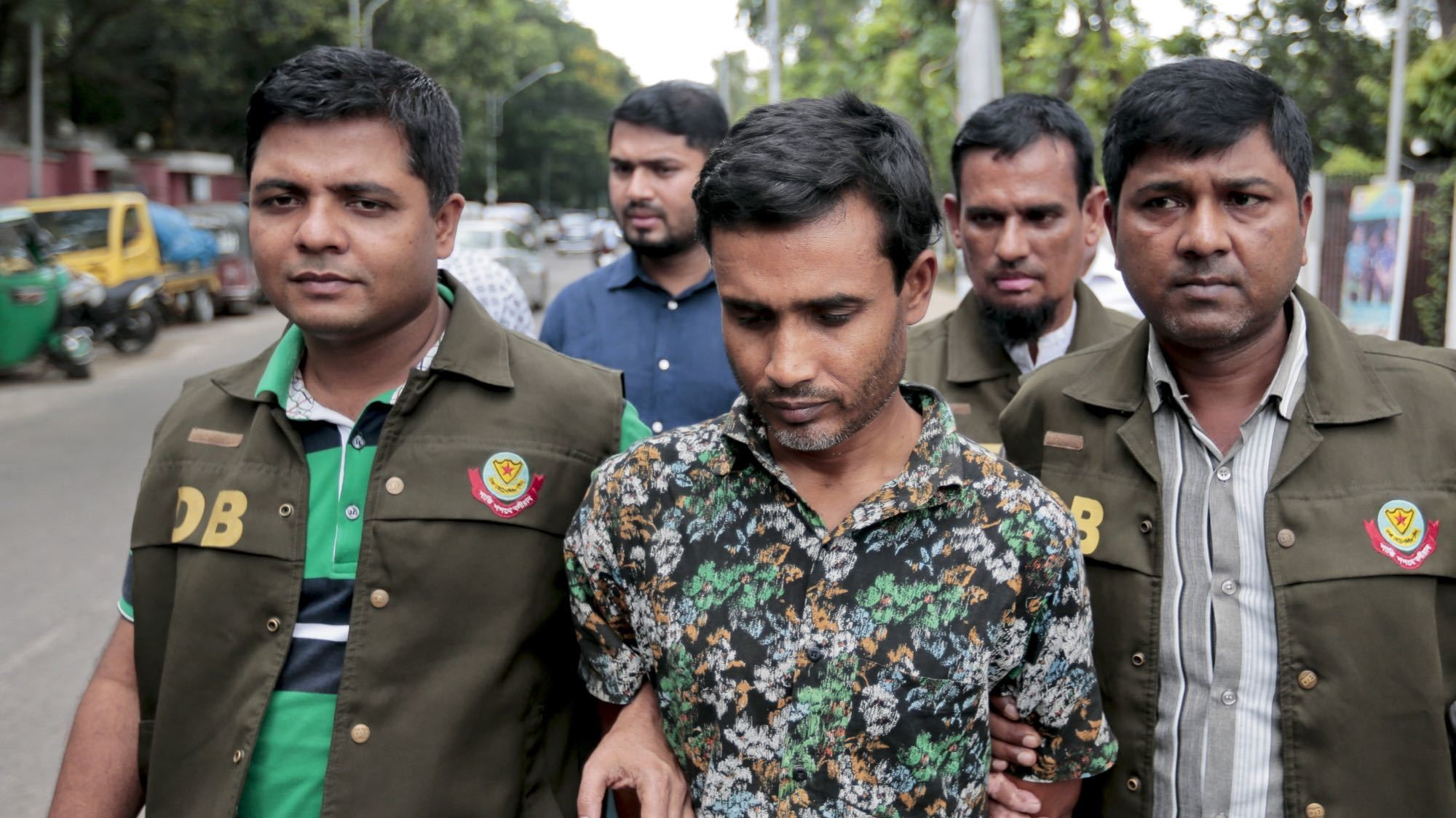 Bangladesh Arrests 3,000 in Sweep Targeting Islamist Militants Suspected in Murders