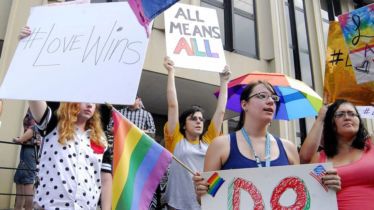 Mississippi judge blocks law protecting gay marriage opponents