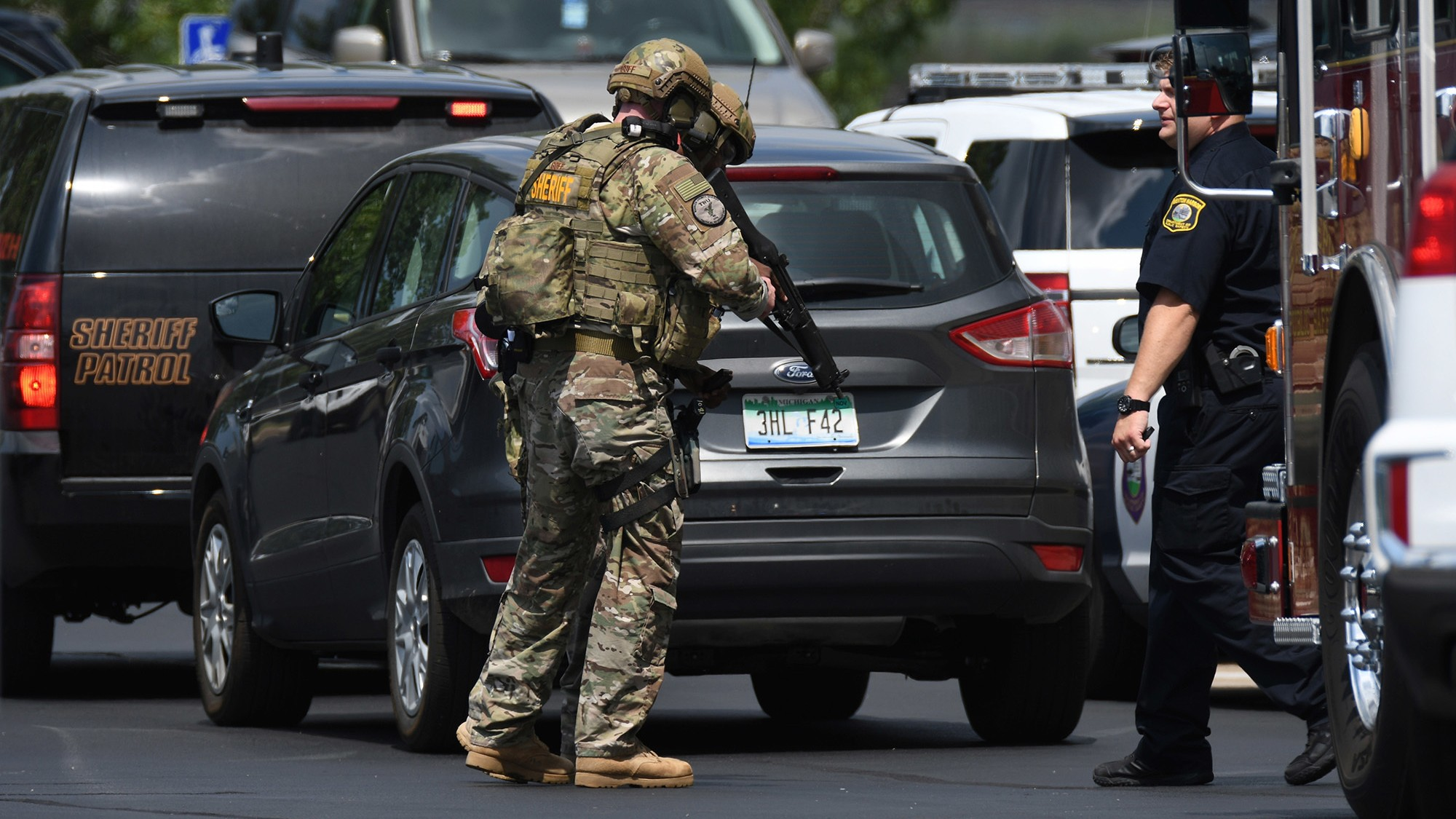 Gunman kills two bailiffs, wounds police officer at Michigan courthouse