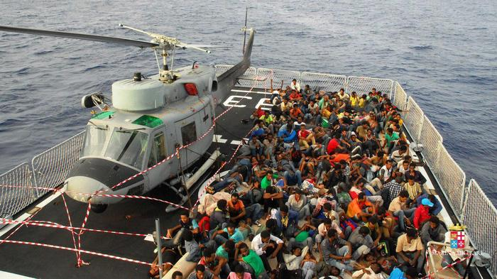 The Italian Navy rescued 1,000 migrants in a single day