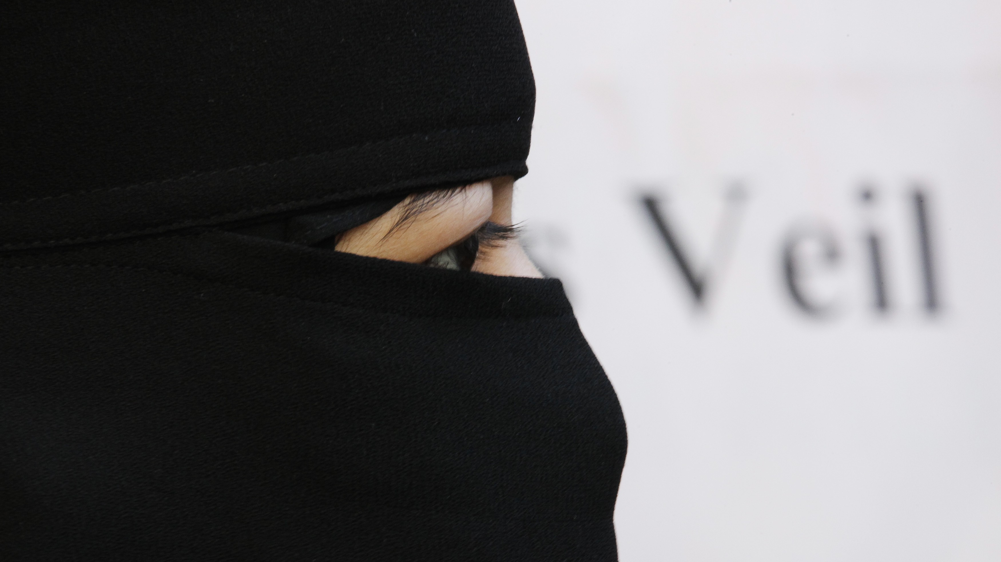 Burkas may be banned from public places in Germany