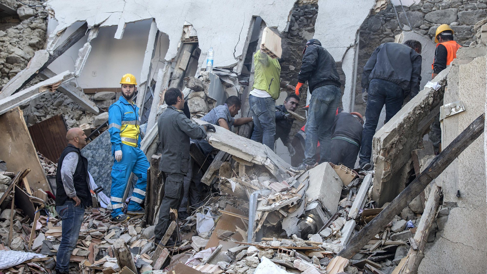 Earthquake flattens towns near Rome, killing dozens
