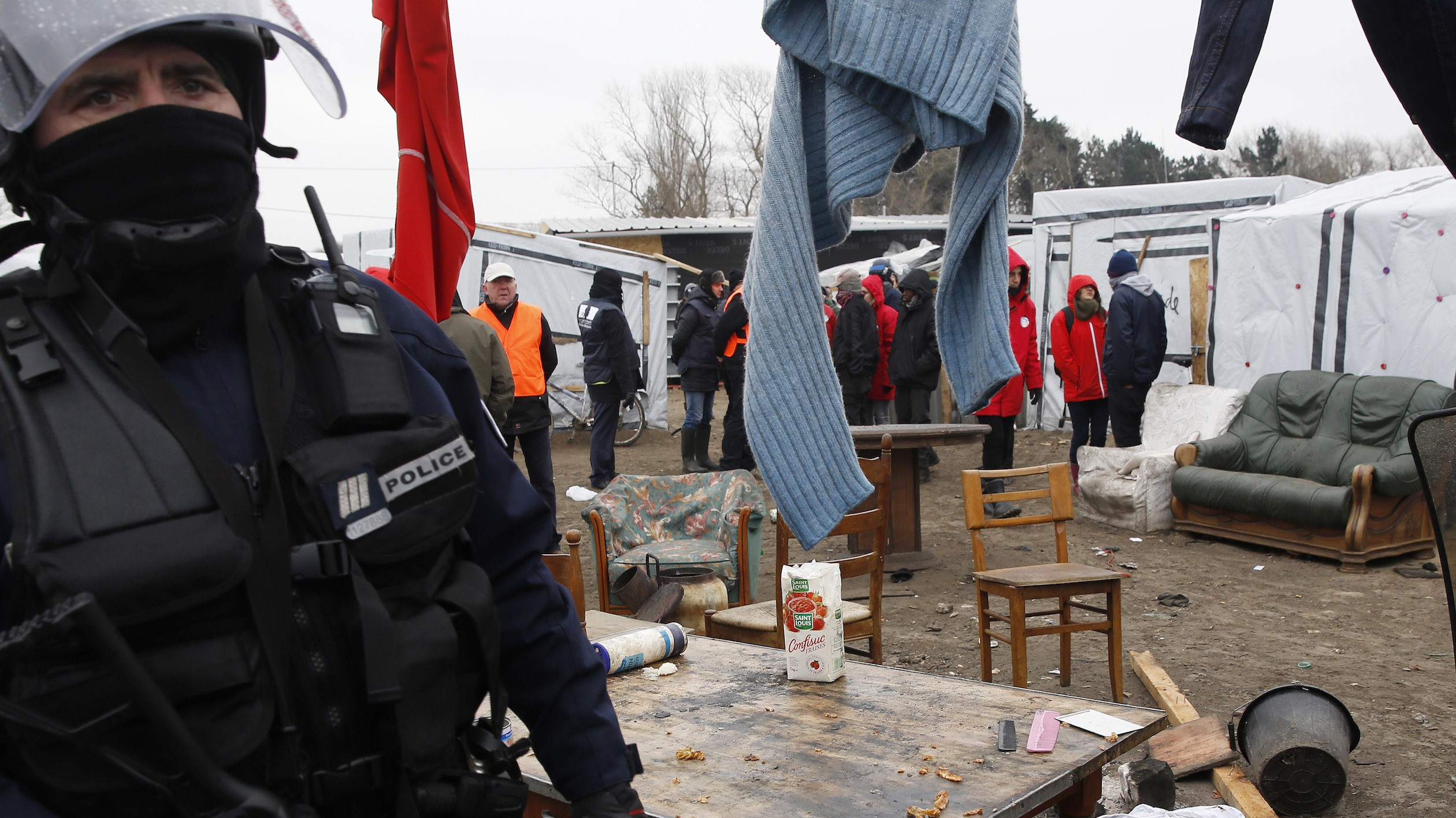 France will tear down the Calais 'Jungle' refugee camp that houses 7,000