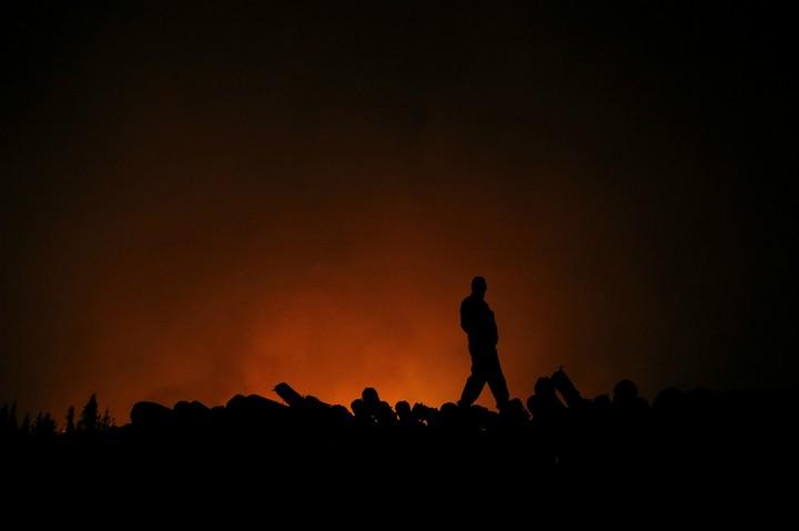 Chile entierra a sus bomberos mientras observa cómo sus bosques se queman - VICE