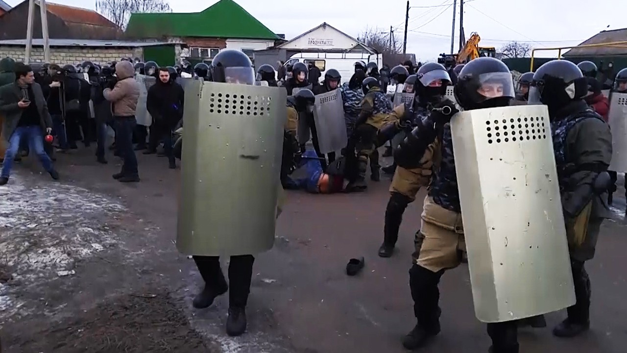 Quick Hit: Roma Fight Russian Police Over Energy Access